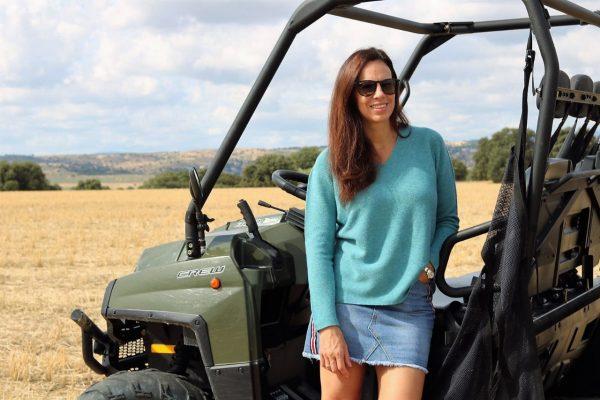 Jersey de pico, suelto de color turquesa con textura rayada